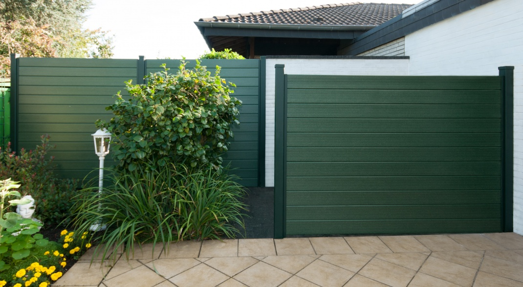 HIGHLY <b>DURABLE </b>AND <b>WEATHER RESISTANT</b><b><b></b></b> Fencing as privacy shields & noise protection